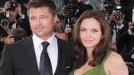 Angelina le regal una sortijita a Brad 