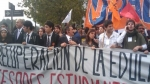Estudiantes marcharon contra gobierno chileno