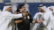Chotearon a Diego Maradona del Al Wasl 