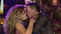 Rebosio le rob un beso a Michelle Soifer
