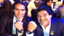 Maradona le regal un reloj a Radamel Falcao