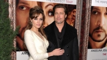 Brad Pitt pone billetn por video porno de Angelina Jolie