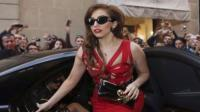 Lady Gaga ser operada por su lesin de cadera
