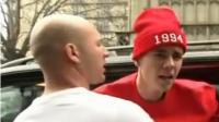 Justin Bieber pelea con paparazzi en Inglaterra