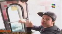 VIDEO: Mario Hart la hizo de cobrador de bus