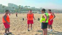 Futbolistas no fichados entrenan en playas - Noticias de victor anchante